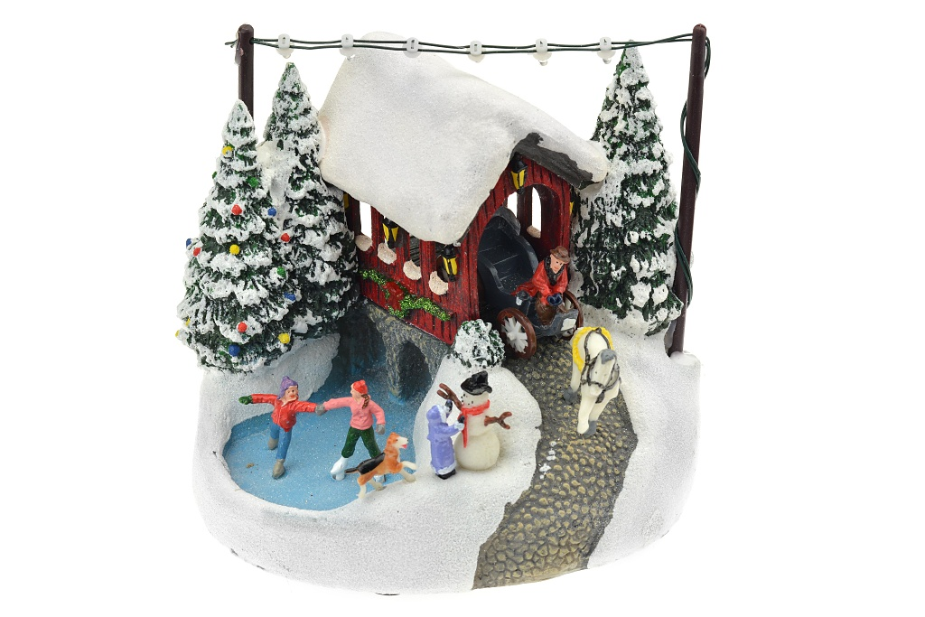 Vánoční scéna (17cm) - Kočár a kluziště, svítí
