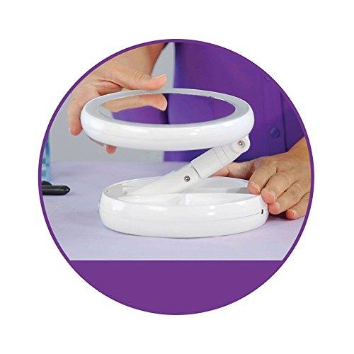 Kozmetické LED zväčšujúce zrkadlo Zrkadlo poskytuje 10 × zväčšenie a jeho nespornou výhodou je ohýbacie stojan, ktorý nasmerujete presne ako potrebujete.  - LED podsvietenie - vyrobené z bezfarebného skla - v podstavci priestor pre uloženie drobné kozmetiky - až 10-násobné zväčšenie - vhodné na make up, starostlivosť o pleť, holenie a pod. - bezdrôtové - jednoduchá montáž a demontáž bez nutnosti použiť náradie - unikátny otočný kĺb - vhodné do kúpeľne, spálne či len do kabelky na cesty  Napájanie: 4x AAA batérie (nie sú súčasťou balenia)
