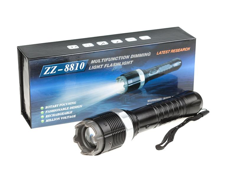 LED svietidlo s paralyzérom a ZOOMom.  Elektrický paralyzér patrí k najúčinnejším obranným prostriedkom. Popis: Paralyzér a LED svietidlo v jednom Paralyzér typu HY – 8810 Hliníkové telo Cree Led dióda - 3 režimy svietenia (úsporný, plný výkon a rýchle blikanie) Svietivosť: 230 lúmenov Vstavaná Li-ion batéria Nabíjanie pomocou kábla do siete 230 Výkon: 1 000 000 Hmotnosť: 230 g Veľkosť 182 x 38 mm Balenie: Paralyzér a LED svietidlo Nabíjačka do siete Nepoužívať ak je útočník kardiak, mohol by to byť jeho posledný útok na Vašu osobu! Prístroj slúži pre nutnú osobnú obranu nie pre útok.