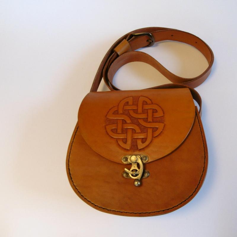 Celtic kabelka větší s dlouhým uchem