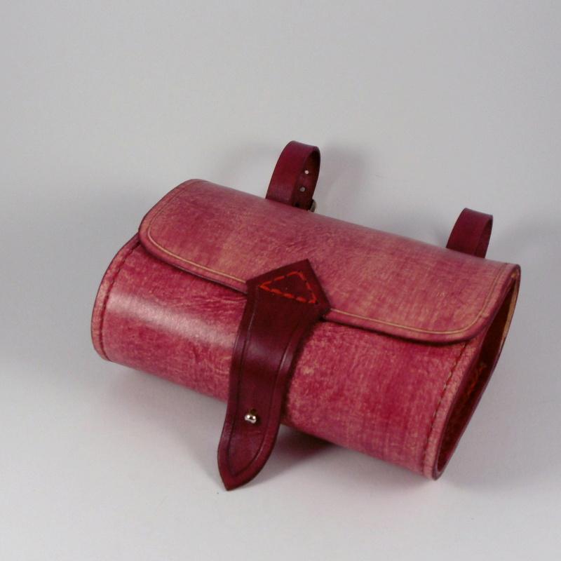 Cyklotaška kožená podsedlová bordó šmrncaná