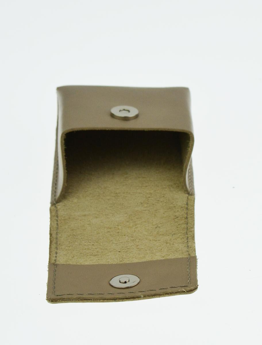Kožené pouzdro na cigarety FACEBAG 7059 - Světlá taupe