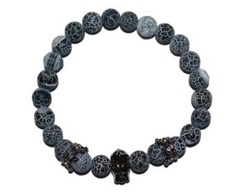 Náramek z přírodně modrých kamenů se stříbrnými korunkami a speciální lebkou