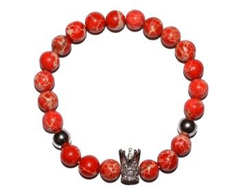 Náramek z červených korálků se stříbrnou korunkou