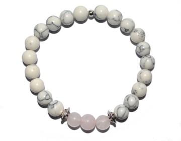Bílo černý náramek s růžovými perlami