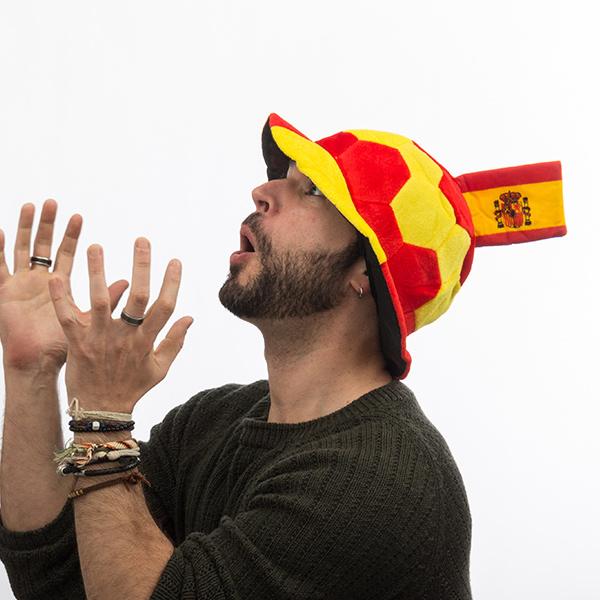 Fotbalový klobouk se španělskou vlajkou