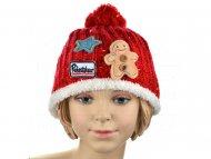 Pohodlná dětská čepice s nášivkami - červená