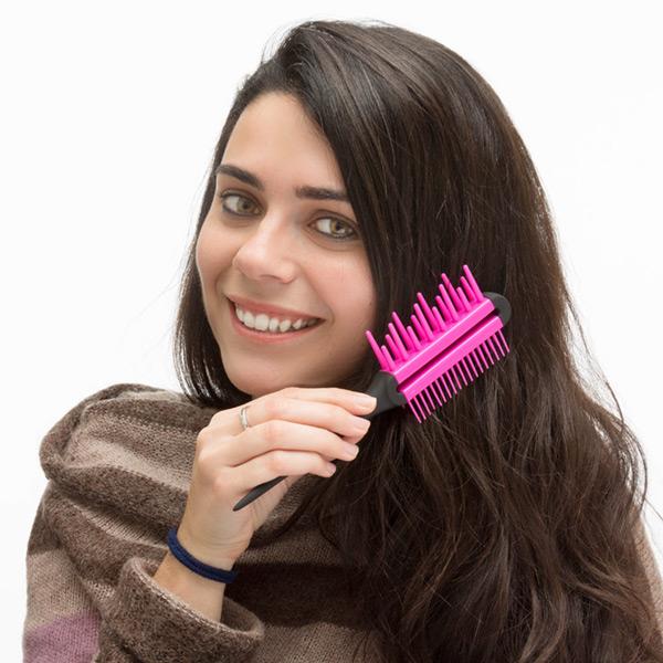 Kartáč na Vlasy s Trojím Účinkem