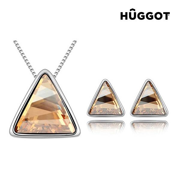 Sada potažená rhodiem:  Přívěsek a náušnice Triangle Hûggot vyrobené s křišťály Swarovski® (45 cm)