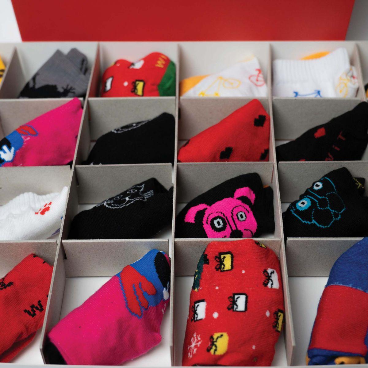 Kalendář - 12 párů ponožek - dámský p1