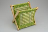 Dřevěný stojánek na noviny - Zelený (21x17x21cm)