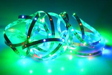 Samolepící LED pásek na baterie (300cm) 90 diod…
