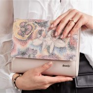 Pudrové lakované dámské psaníčko v motivu květin W49 ROVICKY