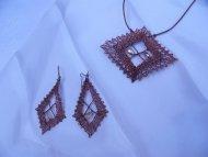 Set kosočtverec bronzový - náhrdelník + náušnice (perlička)