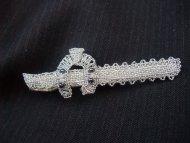 Kravatová spona podkova (stříbrná s šedým)