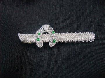 Kravatová spona podkova (stříbrná se zeleným)
