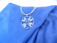 Náhrdelník kolo s květinou modro-stříbný