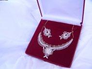 Set květinový náhrdelník  + náušnice krémové zlaté