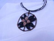 Náhrdelník kolo s květinou černý