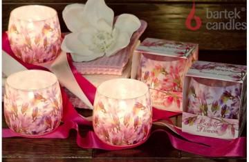 Vonná svíčka ve skle - Půvabné květiny a broskev, 100g