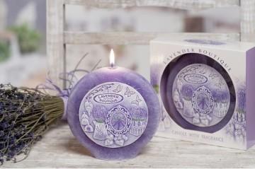 Dekorativní vonná svíčka - levandule boutique, plastický dekor, 480g