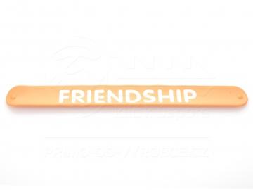 Náramek nápis FRIENDSHIP - oranžový