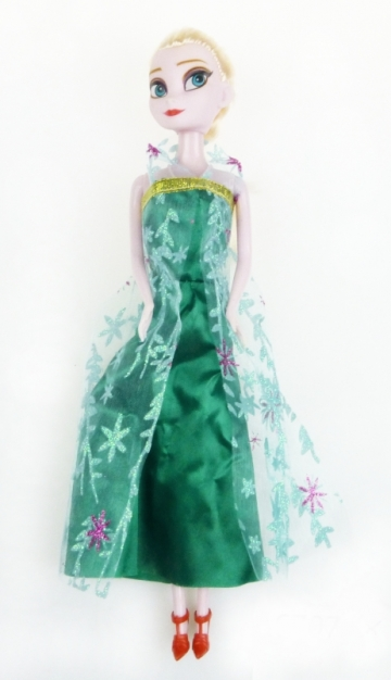 Bábika v zelených šatách