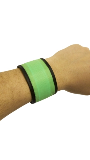 Svítící reflexní náramek, 25 cm - zelený