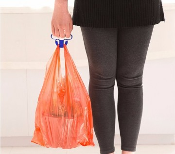 Držák s rukojetí na snadné nošení tašek