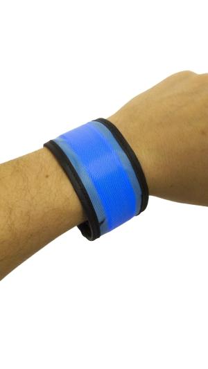 Svítící reflexní náramek, 35 cm - modrý