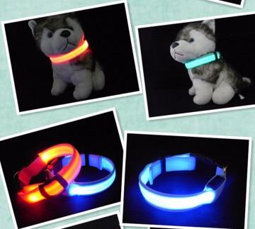 Svítící LED obojek pro pejska, velikost M - modrý
