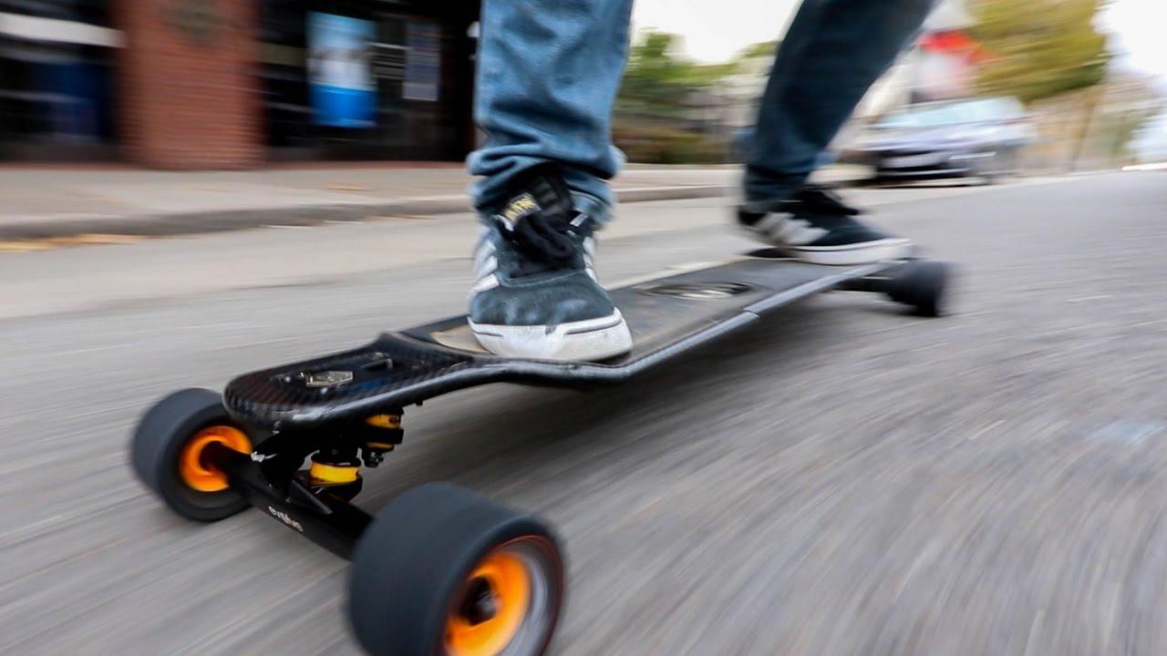 Elektrické skateboardy nebo-li elektroboardy, příslušenství a náhradní díly pro ně.