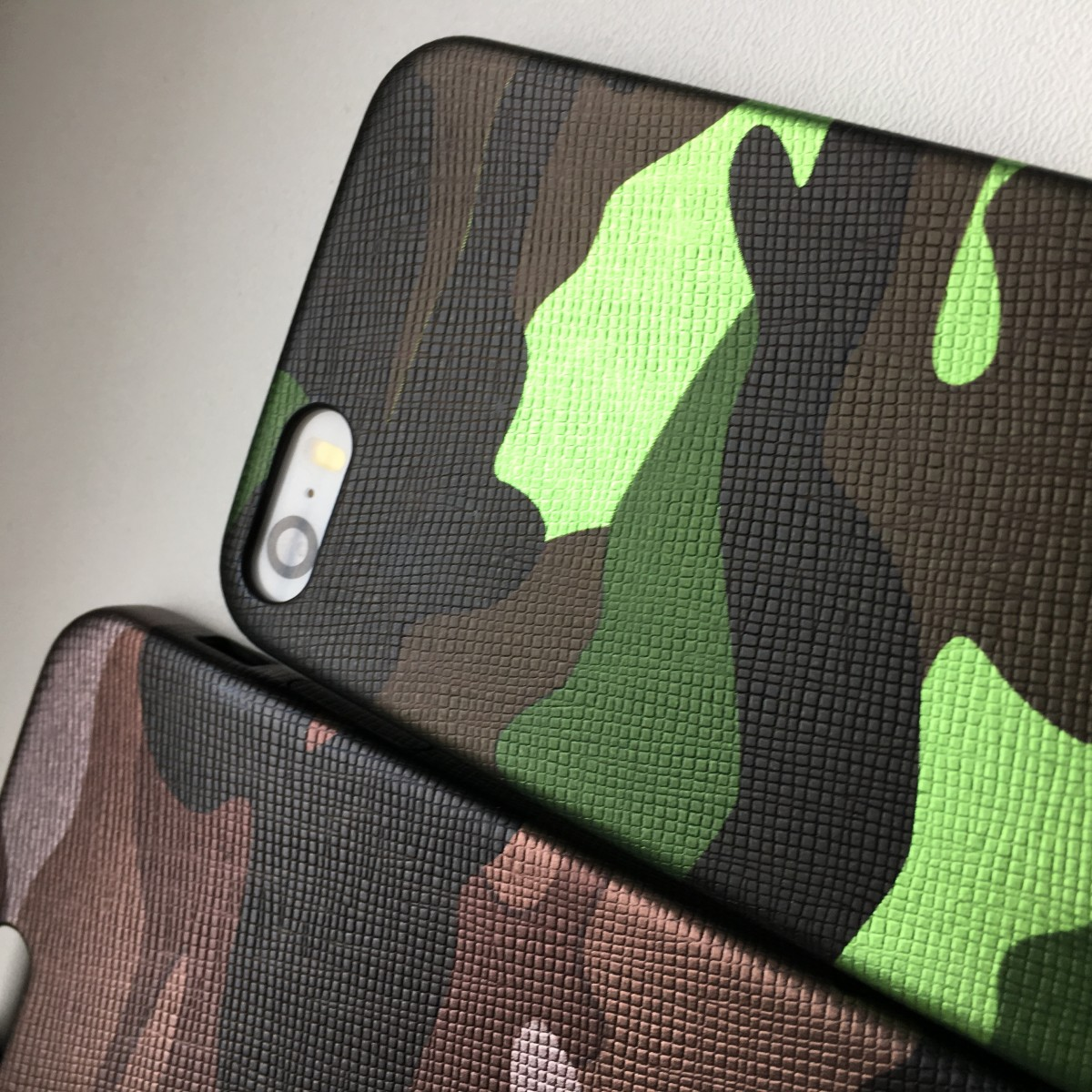 Pouzdro iMore Army Camouflage na iPhone SE / 5s / 5 - Zelené