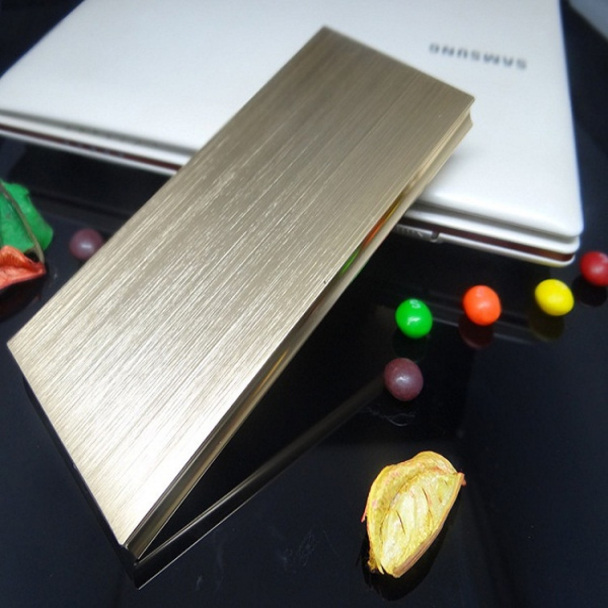 Externí baterie POWER BANK 20 000mAh, 3x USB, LED - Zlatá