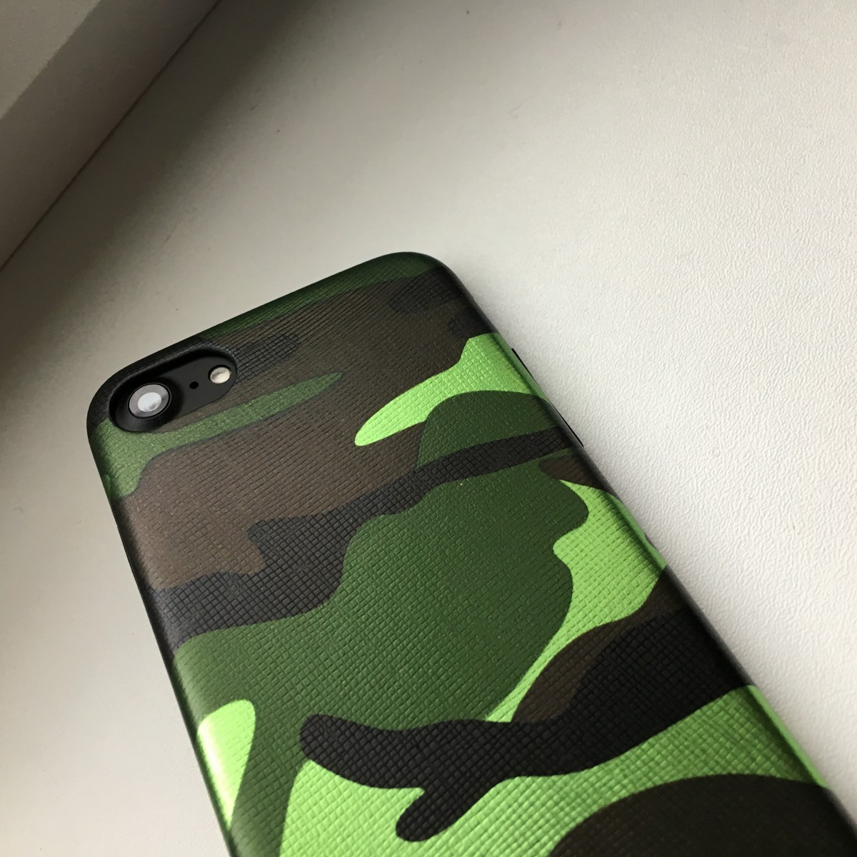 Pouzdro iMore Army Camouflage na iPhone 8/7 - Zelené