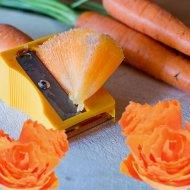 Dekoračné orezávatko a škrabka na zeleninu 2v1